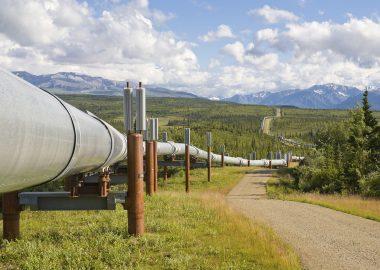 Trans Alaska Oil Pipeline in the Alaska mountain range.